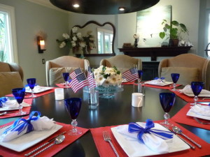 Elegant Fourth of July table setting. Photo courtesy of redesignreport.com.